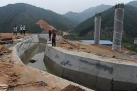 二广高速公路业主投入200多万元助地方改造灌溉水渠
